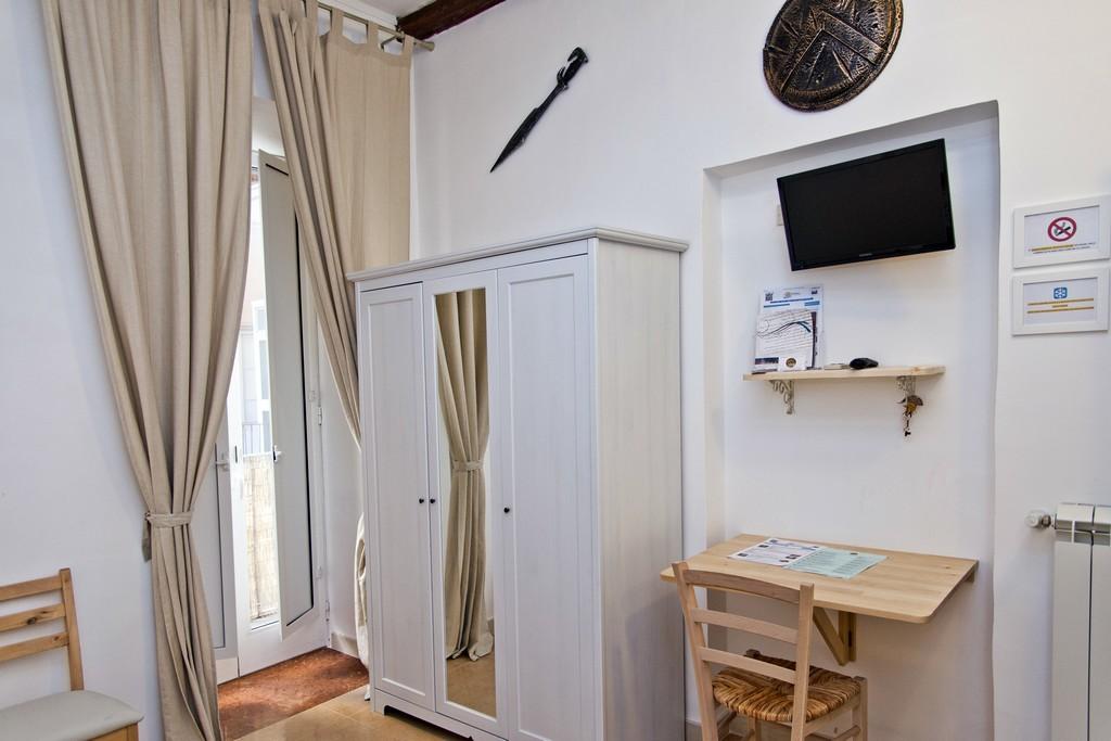 Le camere b b sparta bed and breakfast a taranto centro - B b le finestre sul centro jesi an ...